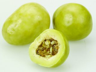 Freeze Dried Gooseberry in White Chocolate